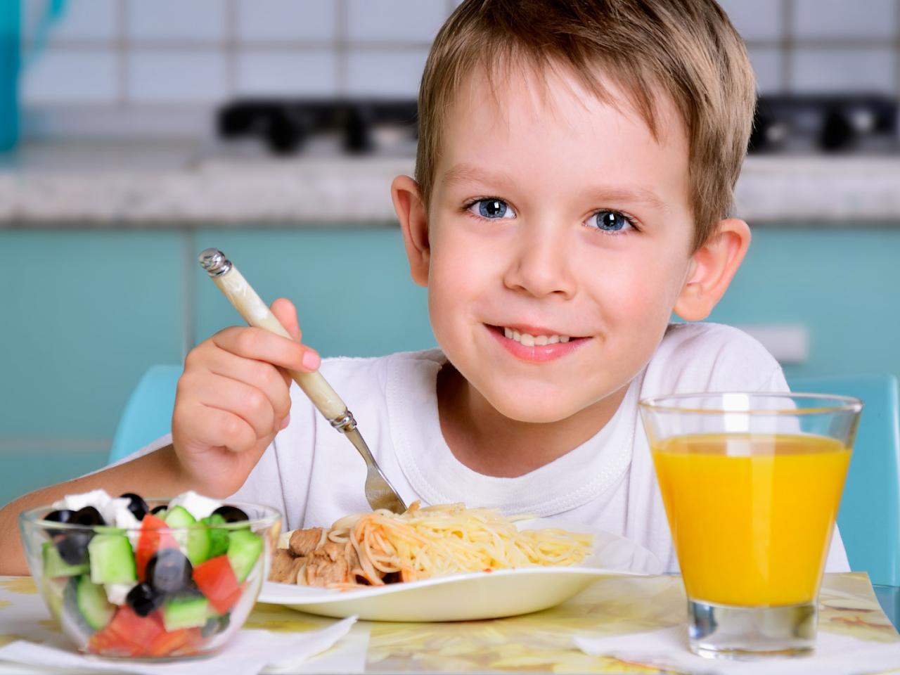 تغذيه الاطفال منذ سن الولادة و الى بداية فتره المراهقه