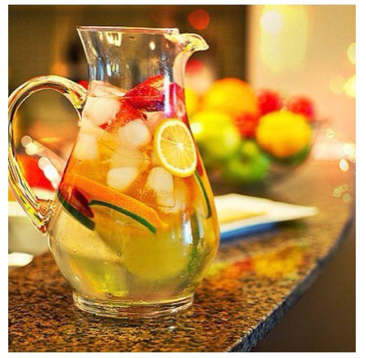عصير الفواكة العائمة تشبة طعم الشمبانيا السعوديه
