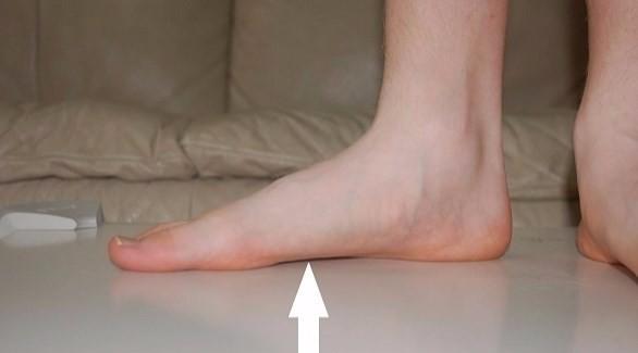 الم في اسفل القدم على شكل نغزه اوكهرباء