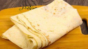 الخبز اللبناني للسندويشتات على بلاطه شاورمتي يم يم بالتفصيل الممل