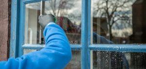سؤال عن تنظيف الغراء من الزجاج